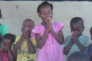ht-kids-praying
